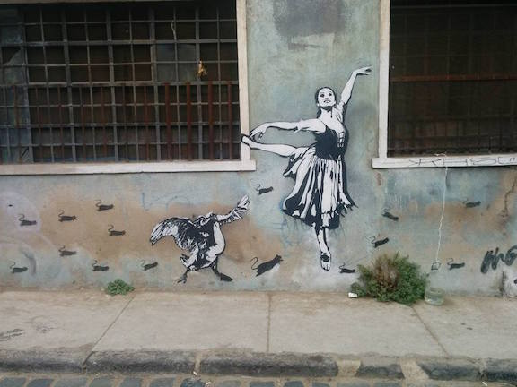 Blek Chile dancer with bird