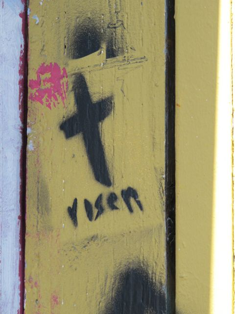 SF Clarion Alley cross risen